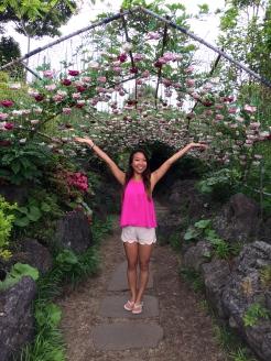 Pretty, pretty flower tunnel!
